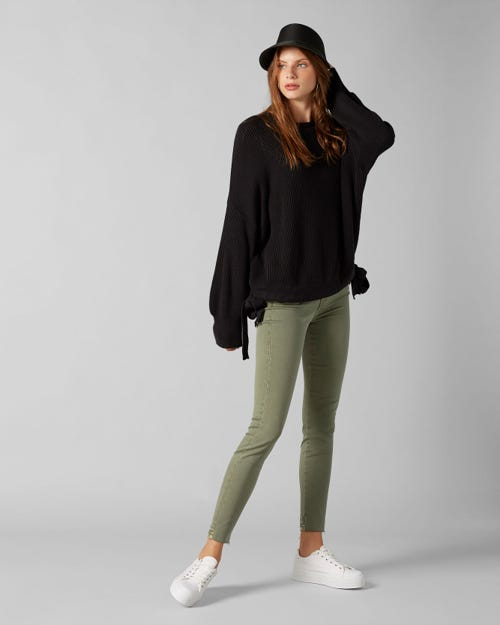 THE SKINNY CROP COLORED SLIM ILLUSION WOODLAND WITH RAW CUT AND BACK UNROLLED HEM